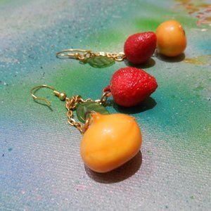 Contempo Vtg strawberry & peach dangle earrings